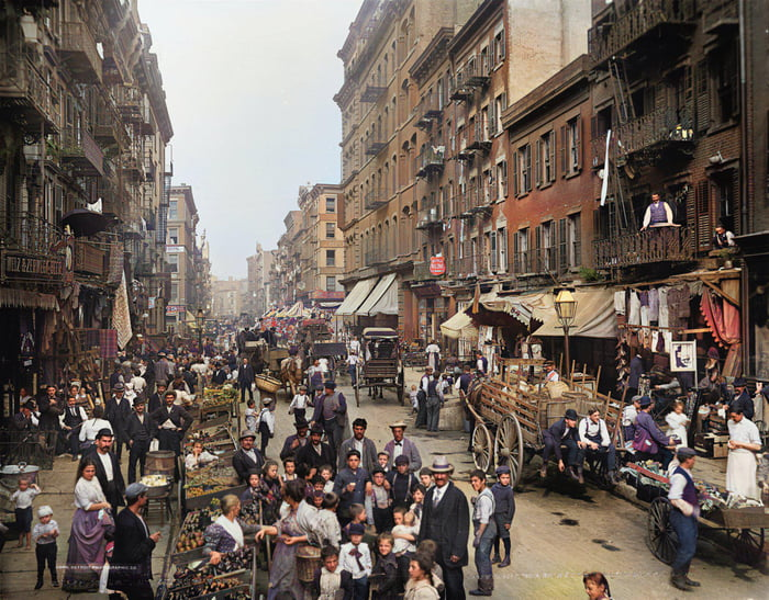 Life in New York of the 1900s, Mulberry Street in Little Italy