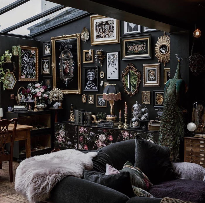 Can gothic be cozy?