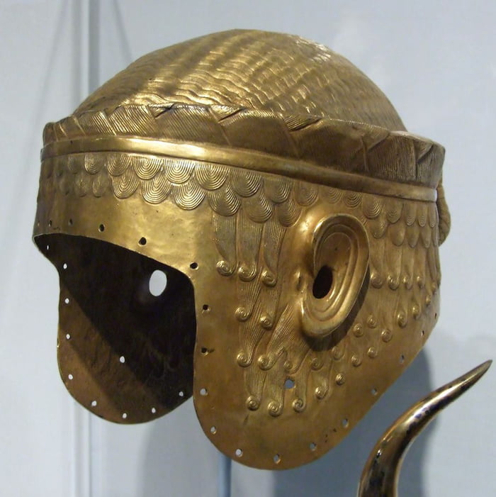 A golden war helmet belonging to the Sumerian King Miscalamduk, dating back to 2600 BC, was found in the royal tomb in the city of Ur in southern Iraq.
