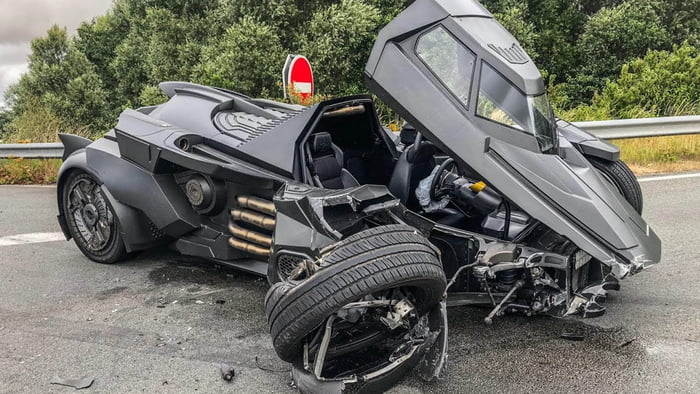 A £1 Million ($1.4 Million) Lamborghini Based Bat-mobile got into an accident with a Renault Scenic