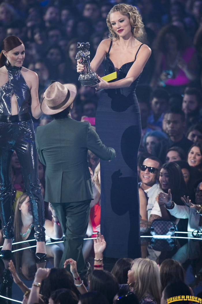 Bruno Mars receiving an award from Taylor Swift.